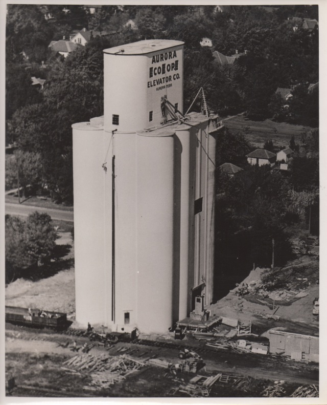 Tillotson's Aurora, Neb., elevator, built in 1950, has a curved headhouse.