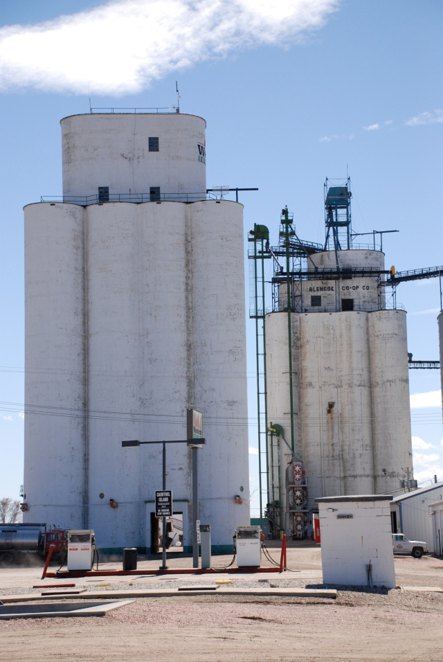 The larger Tillotson elevator stands to the left. The Mayer-Osborn elevator obstructs the view of its large annex which extends behind it.