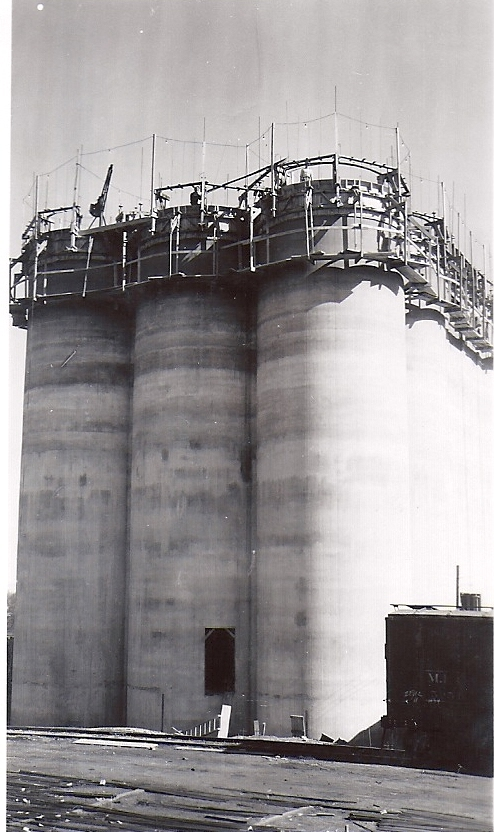 The formwork is clearly seen at the Alta elevator rises. The catwalk around the bottom was for the concrete finisher, who smoothed and patched the freshly formed surface. Photo from the Neil A. Lieb Archive.